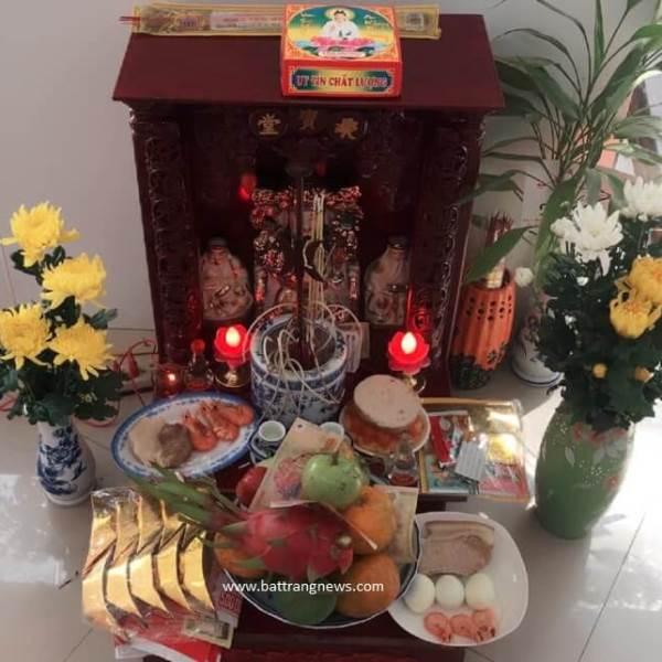 Tỉa chân nhang bàn thờ Thần Tài vào ngày nào cuối năm?